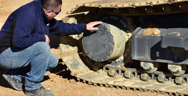 4 Tips for Maintaining Your Crawled Excavator Undercarriage